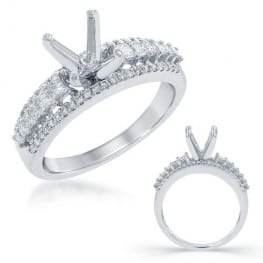 Engagement ring, set with princess cut diamonds and round brilliant cut diamonds
